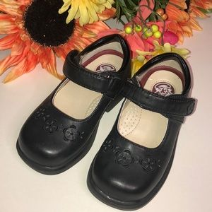 BUSTER BROWN EUC embossed black leather Mary Janes